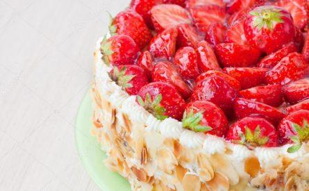 עוגת תותים ללא גלוטן וסוכר